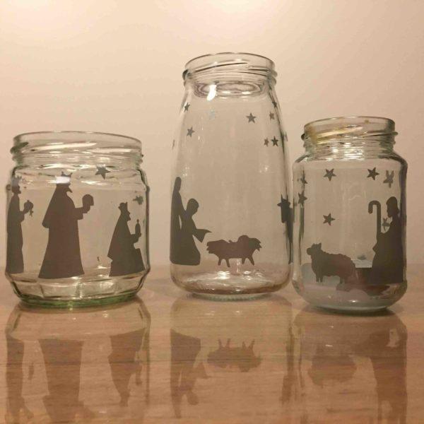 zilveren stickers op glazen potjes