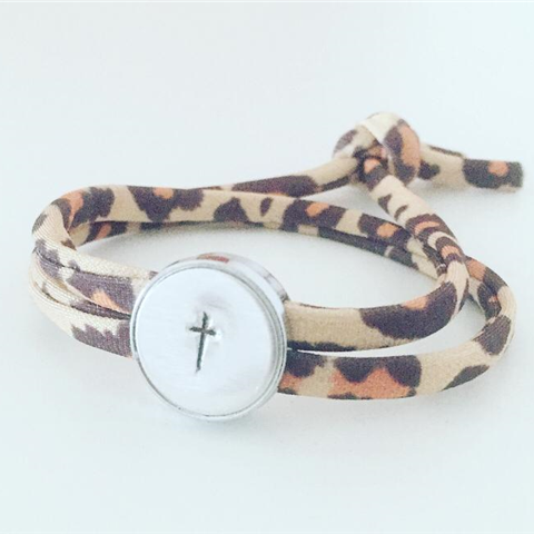 armbandje met kruis